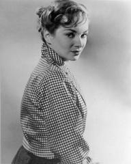 Joan Greenwood (as Daphne Birnley) in a photograph from The Man in the White Suit (1951) (8)