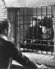 Photograph from Kind Hearts and Coronets (1949) (11)
