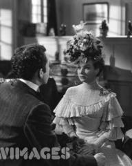 British actor Dennis Price and actress Joan Greenwood in a scene from the urbane black comedy 'Kind Hearts and Coronets', directed by Robert Hamer for Ealing Studios