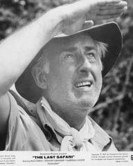 Stewart Granger (as Miles Gilchrist) in a photograph from The Last Safari (1967) (2)