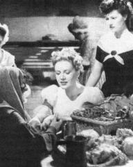 Beatrice Varley (as Gipsy), Phyllis Calvert (as Clarissa Richmond) and Margaret Lockwood (as Hesther Shaw) in a photograph from The Man in Grey (1943) (7)