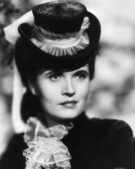 Fanny by Gaslight (1944) publicity photograph of British actress Margaretta Scott (1)