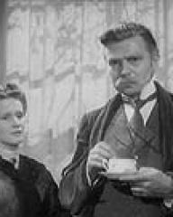 Barbara Mullen (as Mrs Smedhurst) and James Mason (as Mr. Smedhurst) in a photograph from A Place of One's Own (1945) (2)
