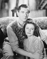 Michael Redgrave (as Davey Fenwick) and Margaret Lockwood (as Jenny Sunley) in a photograph from The Stars Look Down (1940) (6)