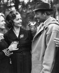 Herbert Wilcox, Anna Neagle, Margaret Lockwood, Michael Wilding and Elizabeth Taylor during a break from filming Trent's Last Case.
