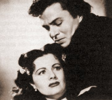 Margaret Lockwood (as Barbara Worth) and James Mason (as Capt Jerry Jackson) in a photograph from The Wicked Lady (1945) (17)